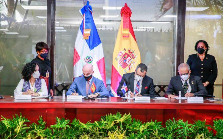 JCE y gobierno de España firman convenio sobre Proyecto de Fortalecimiento del Liderazgo